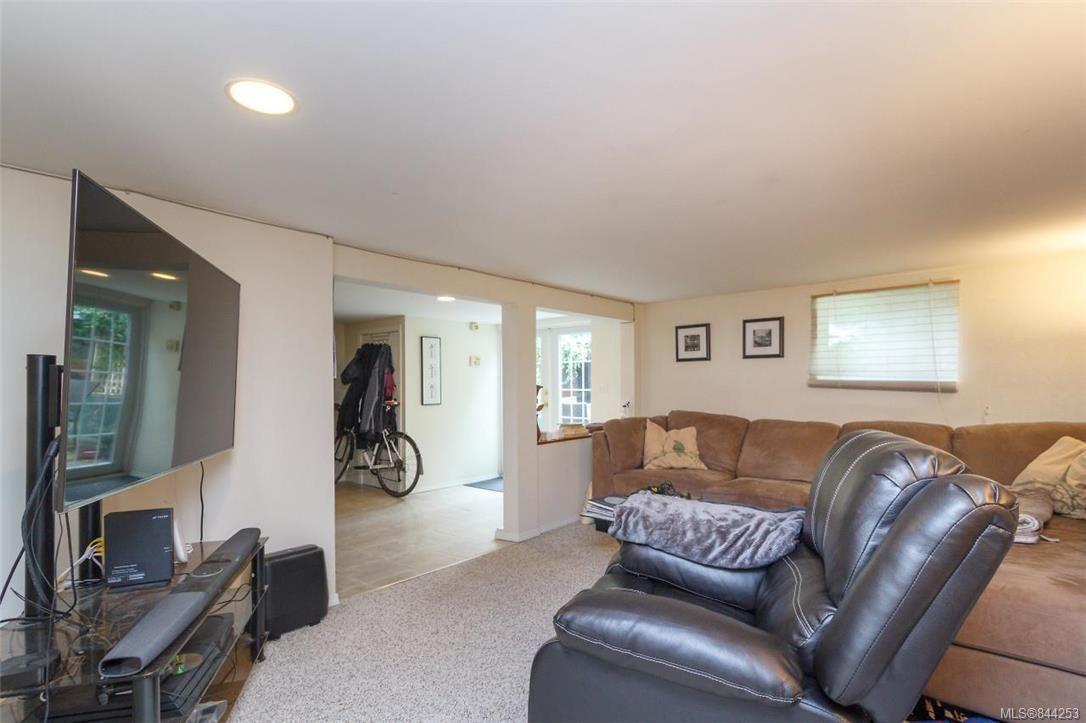 Photo 23: Photos: 2546 Garden St in Victoria: Vi Oaklands Full Duplex for sale : MLS®# 844253