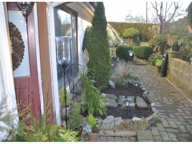 "Main Photo: 1 15989 MARINE Drive: White Rock Condo for sale in ""MARINER ESTATES"" (South Surrey White Rock)  : MLS®# F1401549"