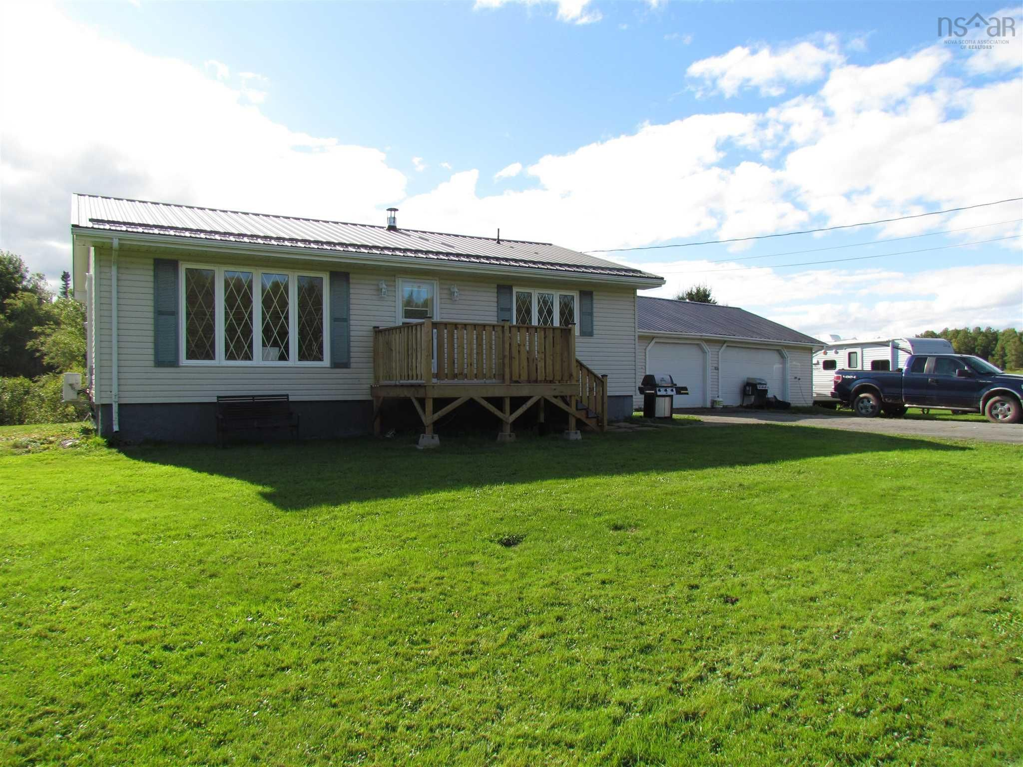 Main Photo: 8013 354 Highway in Gormanville: 105-East Hants/Colchester West Residential for sale (Halifax-Dartmouth)  : MLS®# 202123817