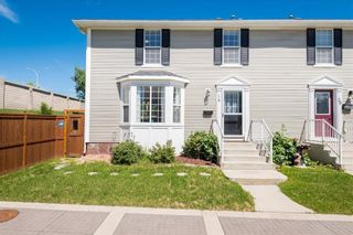 Photo 2: 16 SOMME Way SW in Calgary: Garrison Woods Semi Detached for sale : MLS®# C4232811