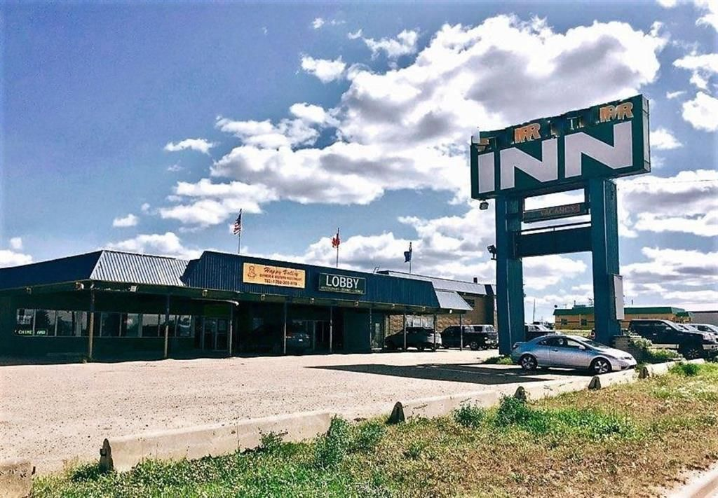 Main Photo: 4003 Highway Street: Valleyview Hotel/Motel for sale : MLS®# A1151658