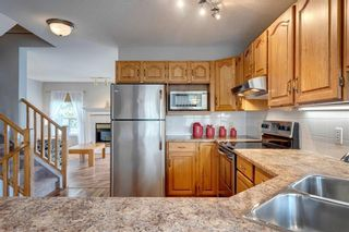 Photo 7: 33 SILVERGROVE Close NW in Calgary: Silver Springs Row/Townhouse for sale : MLS®# C4300784