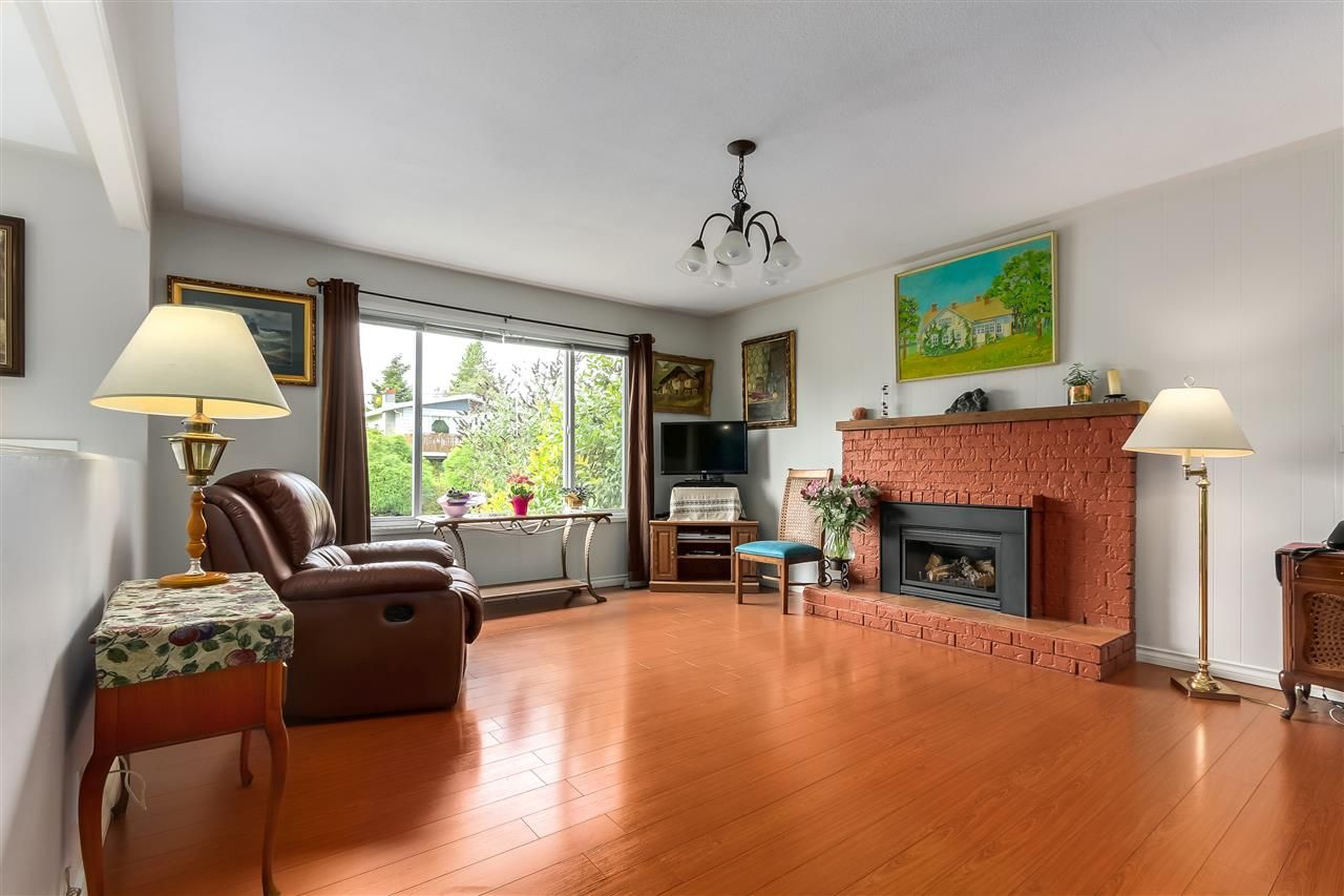 Photo 3: Photos: 7656 JUNIPER Street in Mission: Mission BC House for sale : MLS®# R2295491