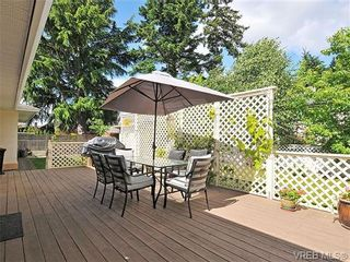 Photo 3: 4570 Viewmont Avenue in VICTORIA: SW Royal Oak Residential for sale (Saanich West)  : MLS®# 328125