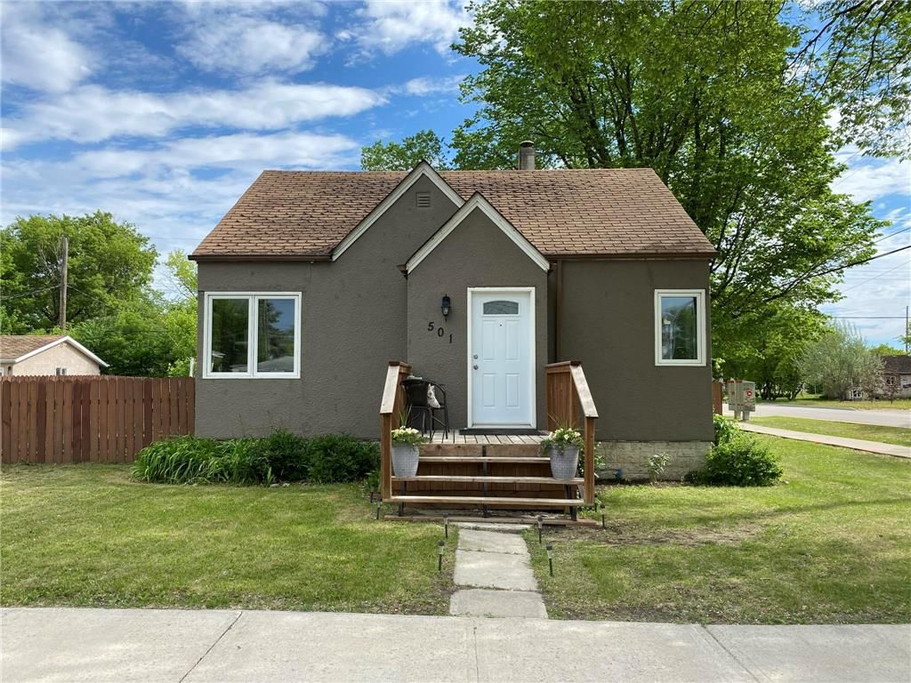 Main Photo: 501 MANITOBA Avenue in Selkirk: R14 Residential for sale : MLS®# 202114169