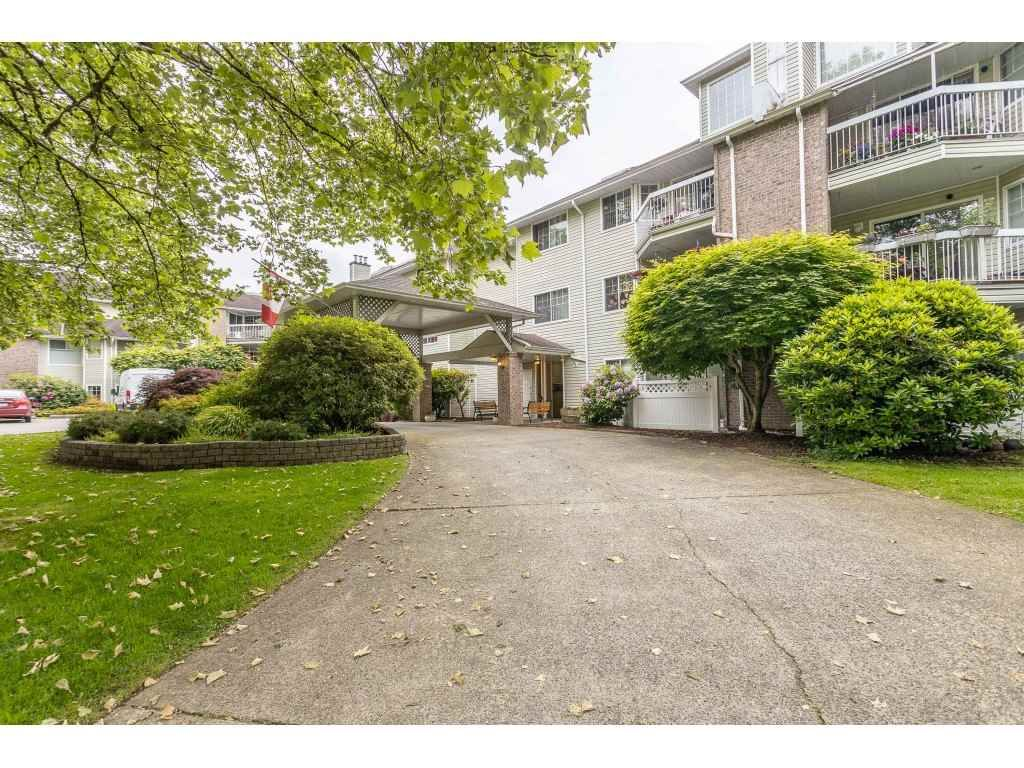 """Main Photo: 318 22514 116 Avenue in Maple Ridge: East Central Condo for sale in """"FRASER COURT"""" : MLS®# R2462714"""