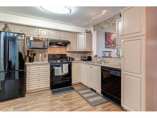 Photo 3: 704 8260 162A STREET in Surrey: Fleetwood Tynehead Townhouse for sale : MLS®# R2019432