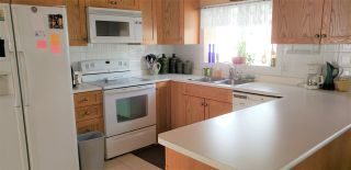 "Photo 2: 102 27111 0 Avenue in Langley: Aldergrove Langley Manufactured Home for sale in ""Pioneer Park"" : MLS®# R2556283"