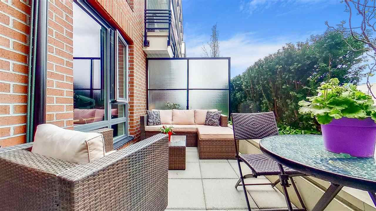 """Main Photo: 313 2477 CAROLINA Street in Vancouver: Mount Pleasant VE Condo for sale in """"The Midtown"""" (Vancouver East)  : MLS®# R2575398"""