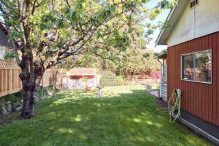 Photo 21: 1086 ROSAMUND Road in Gibsons: Gibsons & Area Manufactured Home for sale (Sunshine Coast)  : MLS®# R2576197