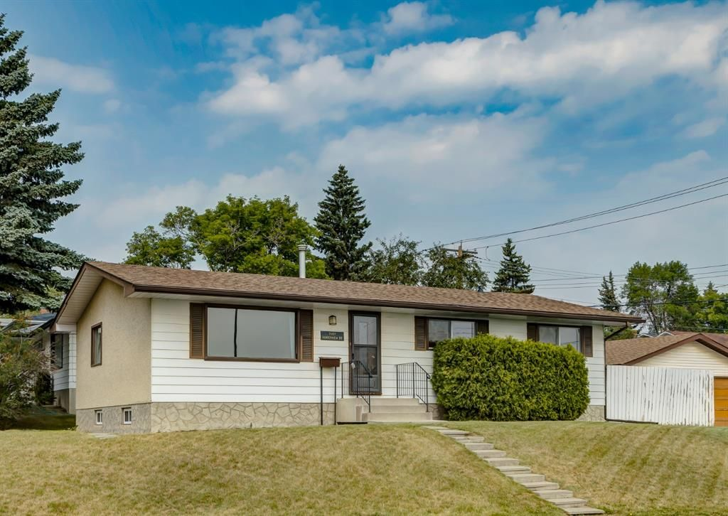 Main Photo: 7107 Hunterview Drive NW in Calgary: Huntington Hills Detached for sale : MLS®# A1130573