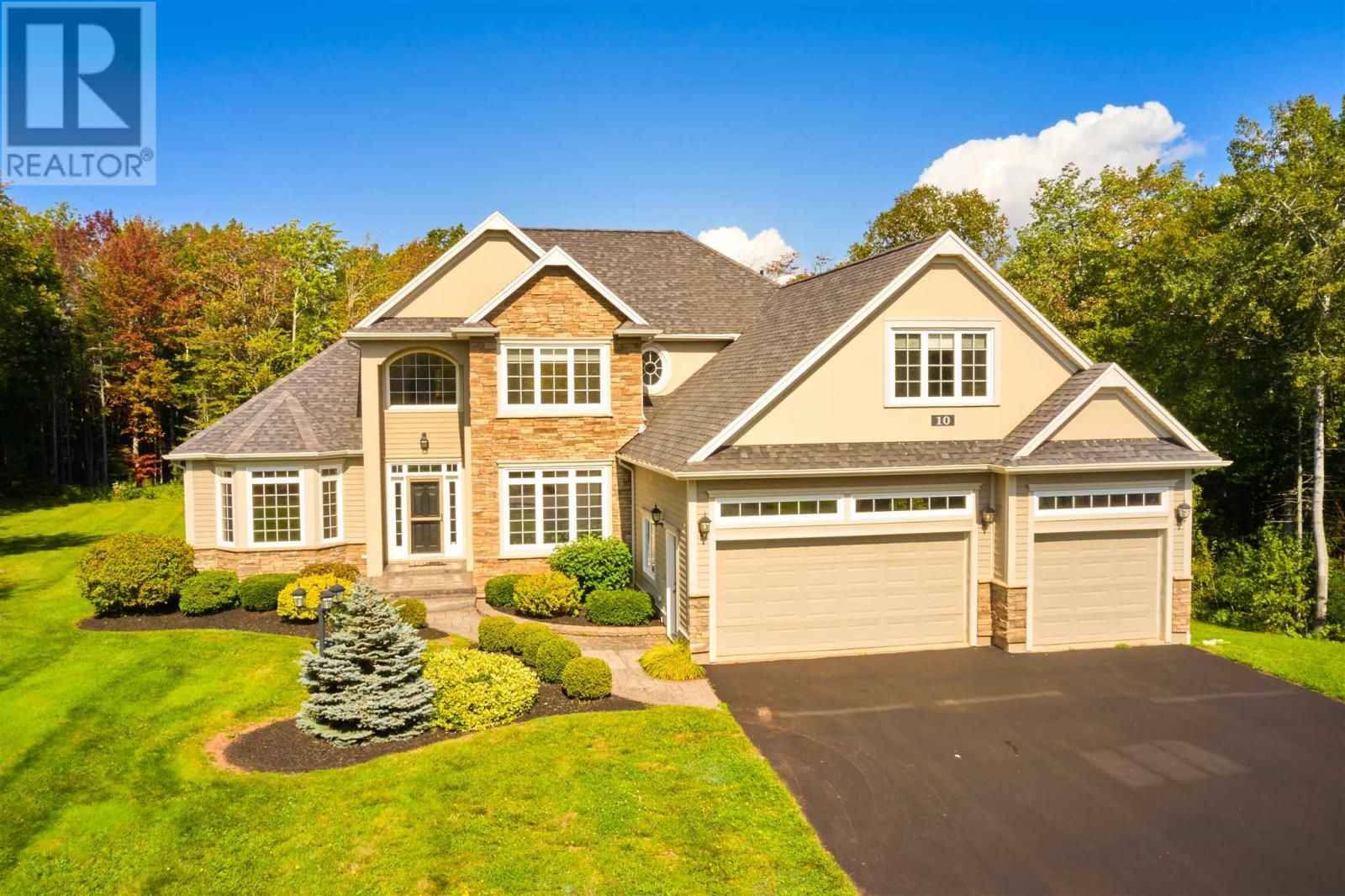 Main Photo: 10 Callaway Close in Stratford: House for sale : MLS®# 202124517