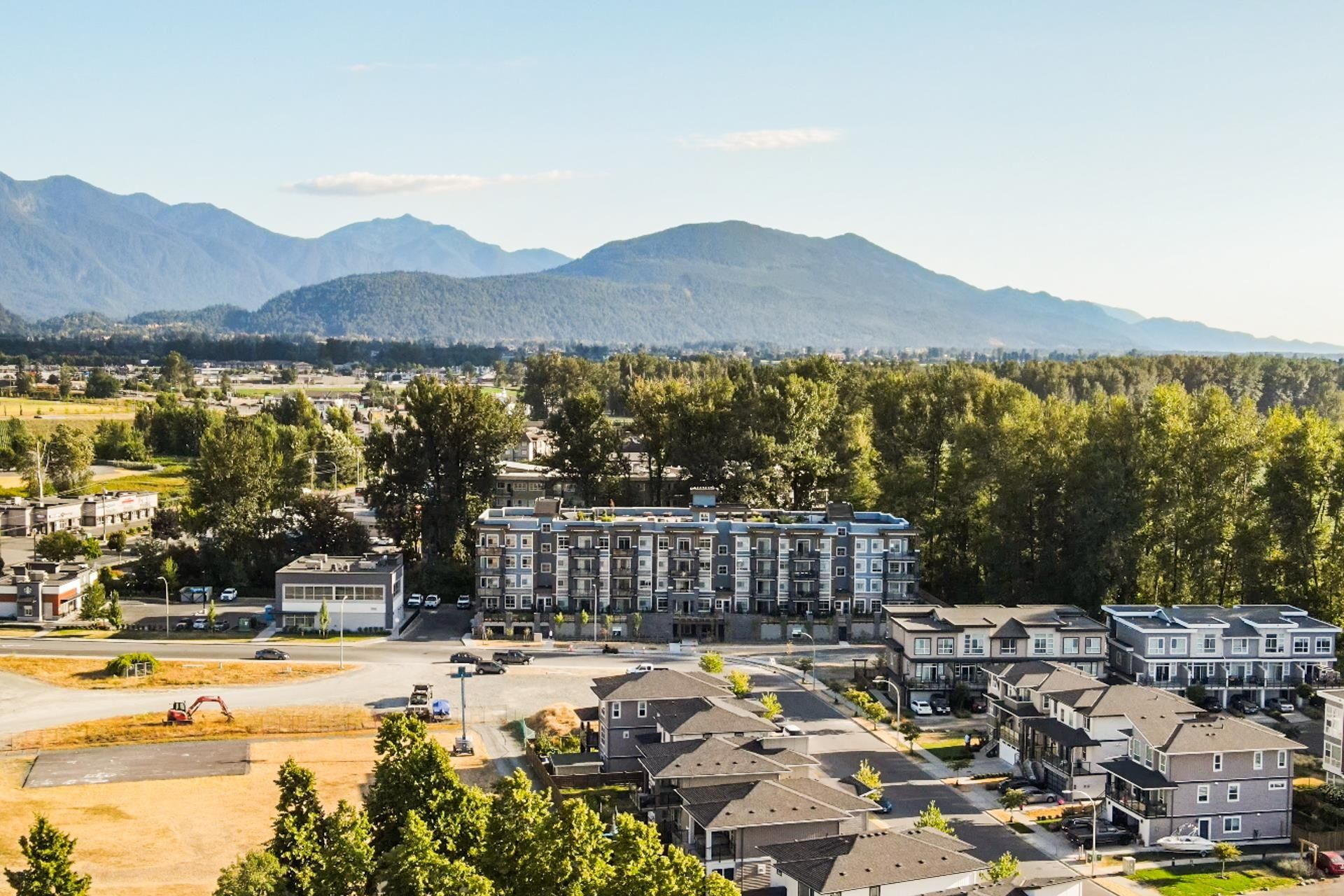 """Main Photo: 214 45562 AIRPORT Road in Chilliwack: Chilliwack E Young-Yale Condo for sale in """"Elliot"""" : MLS®# R2617961"""