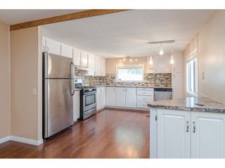 """Photo 3: 79 24330 FRASER Highway in Langley: Otter District Manufactured Home for sale in """"Langley Grove Estates"""" : MLS®# R2390843"""