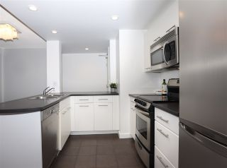 """Photo 8: 2106 1331 W GEORGIA Street in Vancouver: Coal Harbour Condo for sale in """"THE POINTE"""" (Vancouver West)  : MLS®# R2555682"""