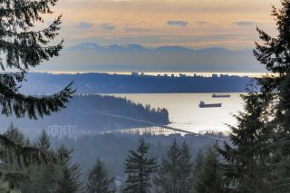 Photo 1: 4220 STARLIGHT WAY in North Vancouver: Upper Delbrook House for sale : MLS®# R2036386