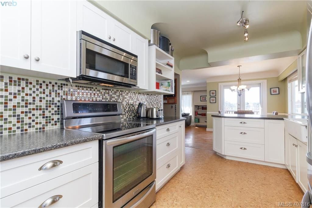 Main Photo: 1690 Kenmore Rd in VICTORIA: SE Gordon Head House for sale (Saanich East)  : MLS®# 810073