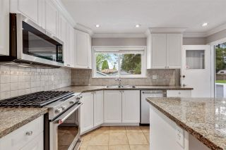 Photo 3: 3451 JERVIS Street in Port Coquitlam: Woodland Acres PQ House for sale : MLS®# R2573106
