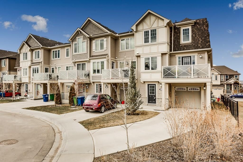 Main Photo: 336 WINDSTONE Garden(s) SW: Airdrie Row/Townhouse for sale : MLS®# C4238322