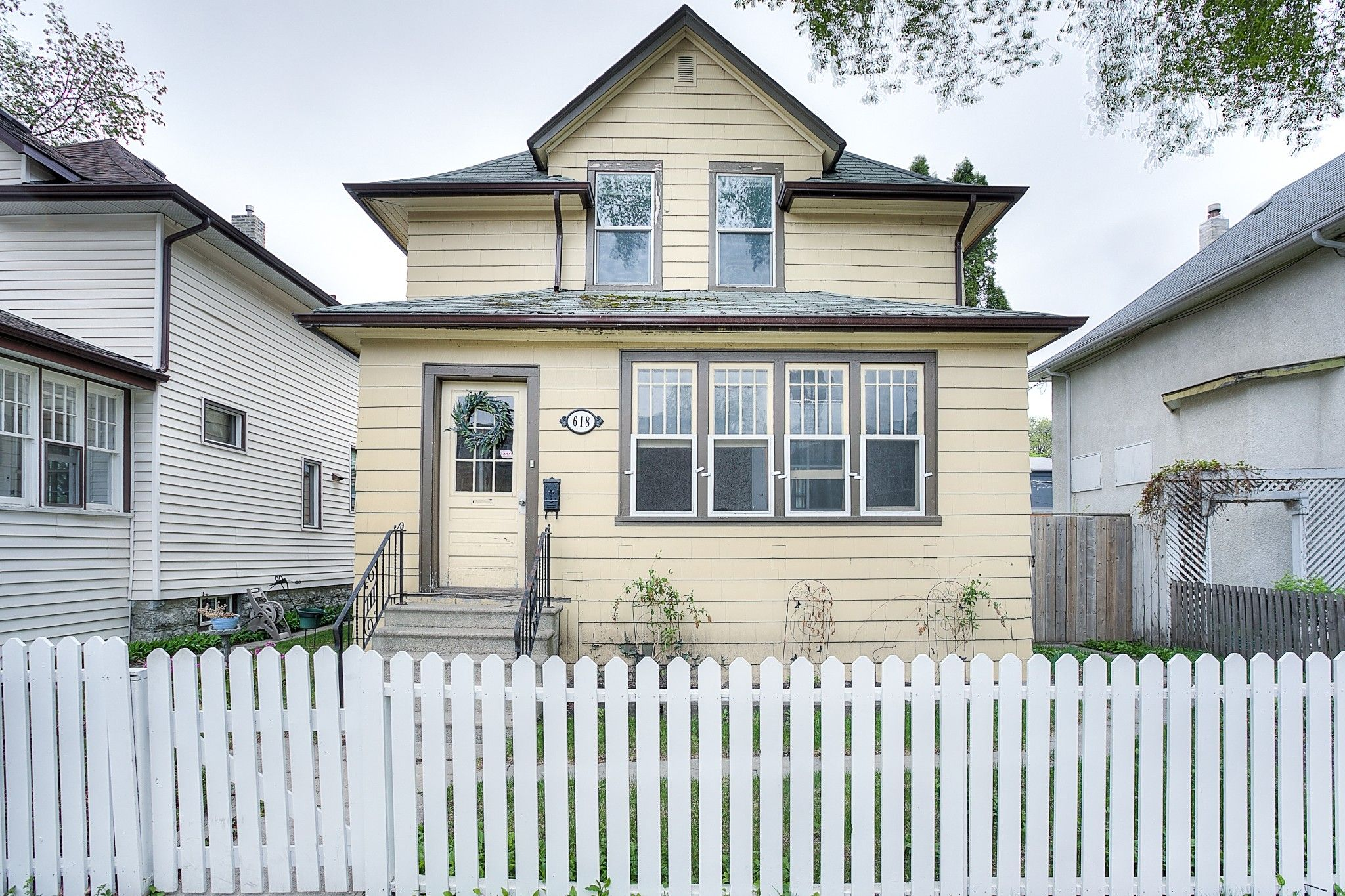 Main Photo: 618 Warsaw Avenue in Winnipeg: Crescentwood Single Family Detached for sale (1B)  : MLS®# 202112451