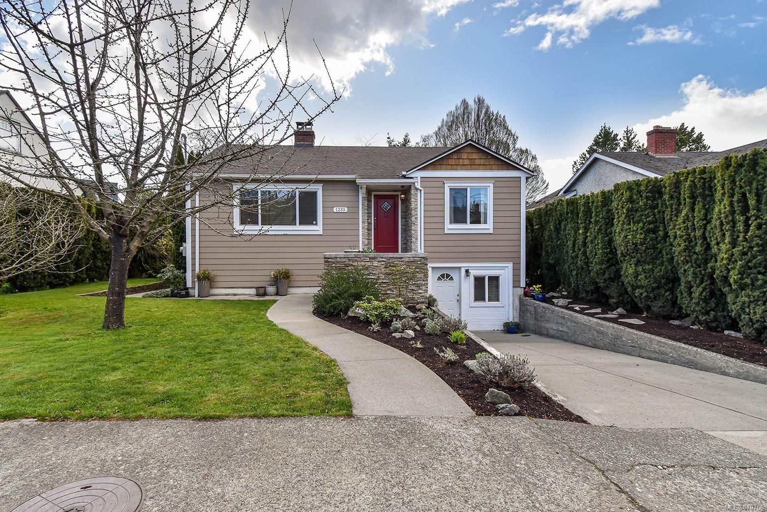 Main Photo: 1235 Basil Ave in : Vi Hillside House for sale (Victoria)  : MLS®# 870766