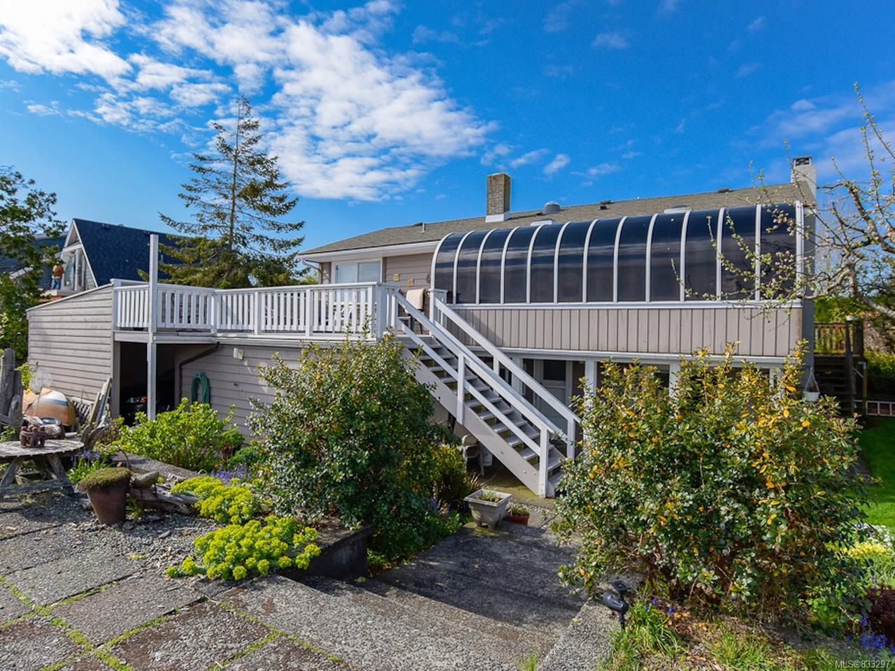 Main Photo: 2445 S Island Hwy in CAMPBELL RIVER: CR Willow Point House for sale (Campbell River)  : MLS®# 833297