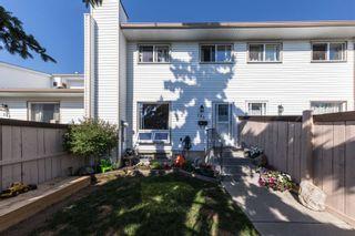 Photo 1: 153 MARLBOROUGH Place in Edmonton: Zone 20 Townhouse for sale : MLS®# E4252834