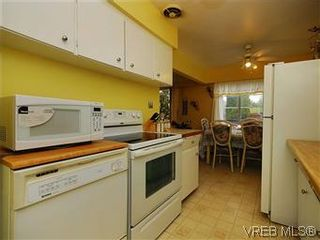 Photo 7: 386 W Burnside Rd in VICTORIA: SW Tillicum Row/Townhouse for sale (Saanich West)  : MLS®# 571261