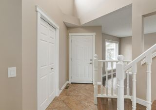 Photo 2: 151 Douglas Woods Hill SE in Calgary: Douglasdale/Glen Detached for sale : MLS®# A1092214