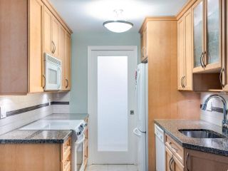 """Photo 9: 215 555 W 14TH Avenue in Vancouver: Fairview VW Condo for sale in """"Cambridge Place"""" (Vancouver West)  : MLS®# R2470013"""