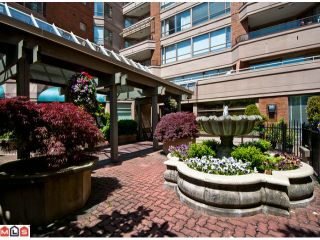 Photo 1: 201 15111 RUSSELL Avenue: White Rock Condo for sale (South Surrey White Rock)  : MLS®# F1220367