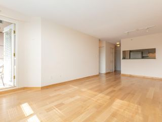 """Photo 7: 1802 5189 GASTON Street in Vancouver: Collingwood VE Condo for sale in """"THE MACGREGOR"""" (Vancouver East)  : MLS®# R2369458"""