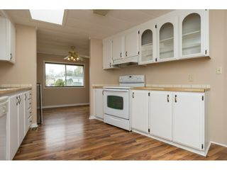 """Photo 8: 15 1640 162 Street in Surrey: King George Corridor Manufactured Home for sale in """"CHERRY BROOK PARK"""" (South Surrey White Rock)  : MLS®# R2145736"""