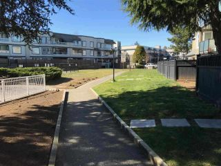 """Photo 11: 309 1850 E SOUTHMERE Crescent in Surrey: Sunnyside Park Surrey Condo for sale in """"Southmere Place"""" (South Surrey White Rock)  : MLS®# R2531604"""