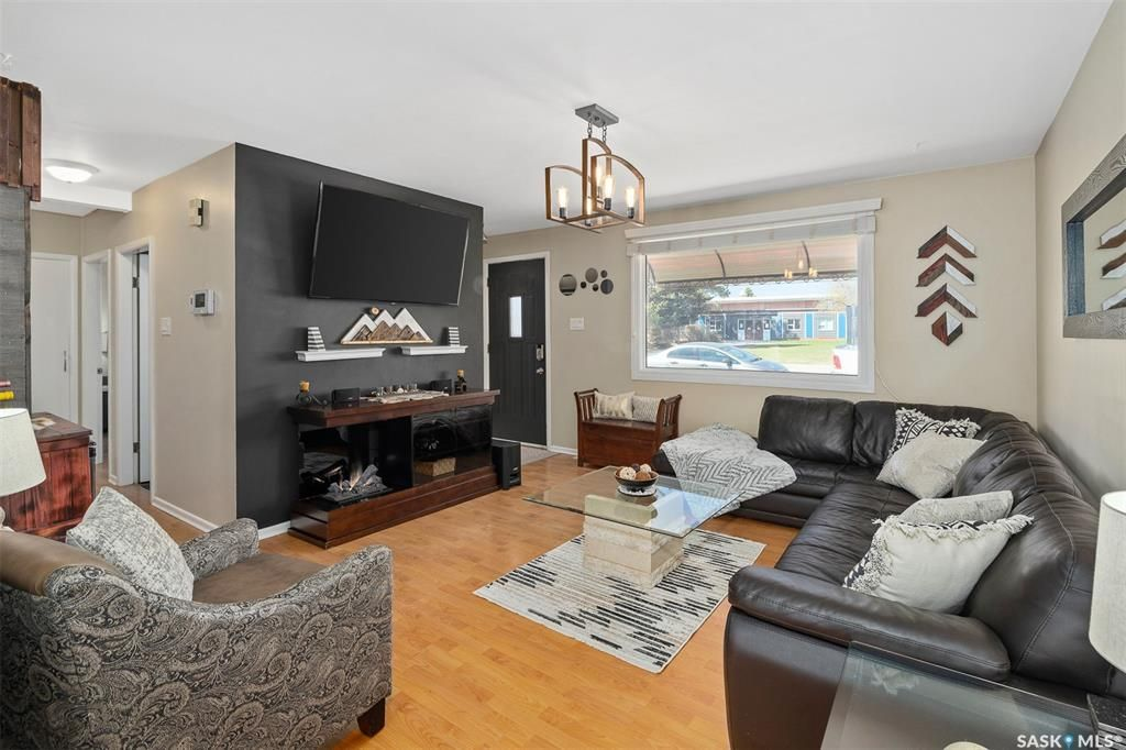 Main Photo: 434 T Avenue North in Saskatoon: Mount Royal SA Residential for sale : MLS®# SK852534