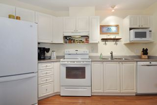 Photo 7: 211 2551 PARKVIEW Lane in Port Coquitlam: Central Pt Coquitlam Condo for sale : MLS®# R2133459