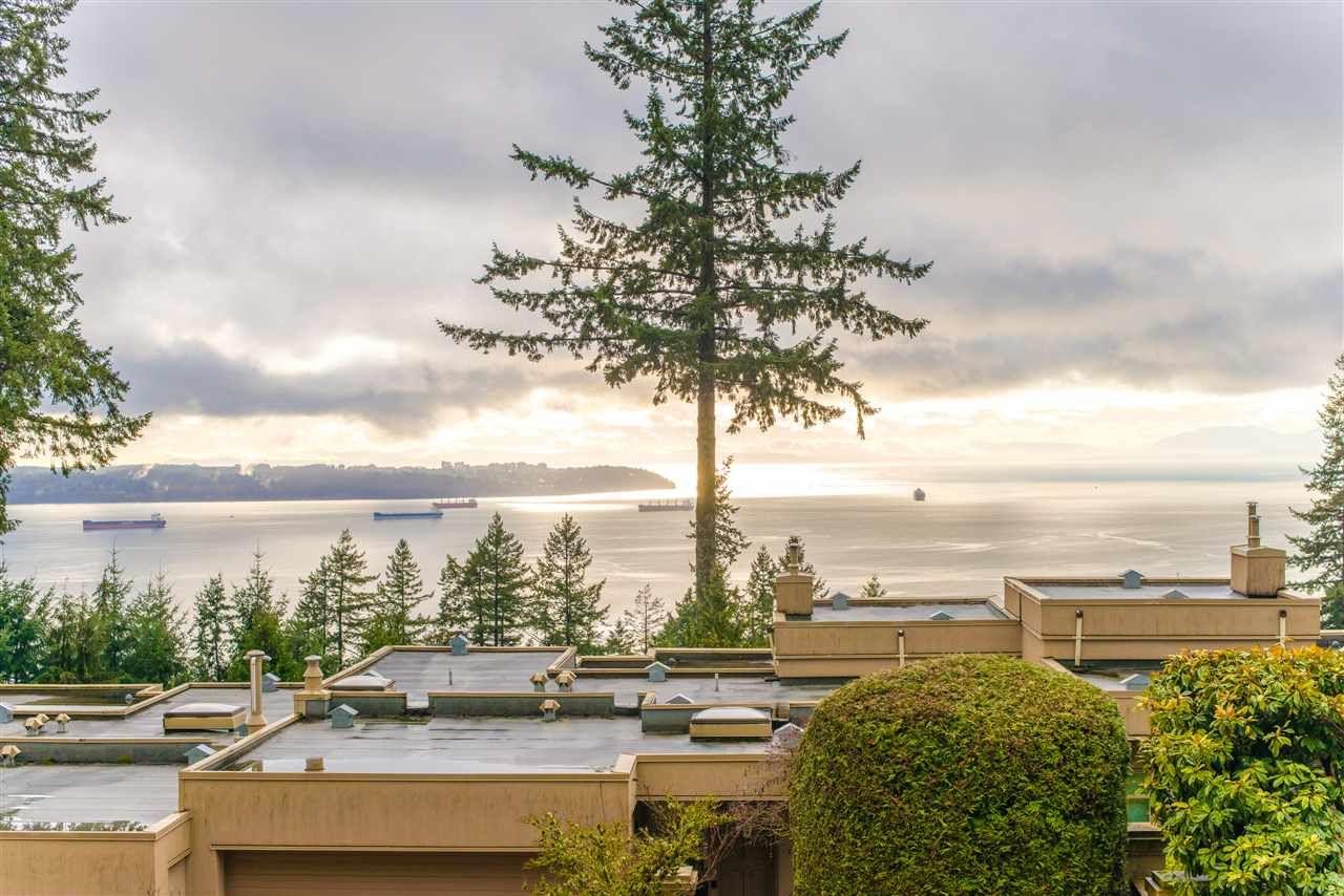 Main Photo: 4 3085 DEER RIDGE CLOSE in West Vancouver: Deer Ridge WV Condo for sale : MLS®# R2432585