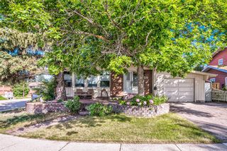 Photo 2: 459 Queen Charlotte Road SE in Calgary: Queensland Detached for sale : MLS®# A1122590