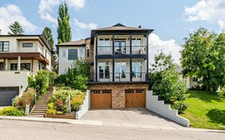 Main Photo: 2 Hawthorne Crescent NW in Calgary: Hounsfield Heights/Briar Hill Detached for sale : MLS®# A1126392