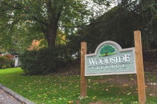 """Photo 1: 916 BRITTON Drive in Port Moody: North Shore Pt Moody Townhouse for sale in """"Woodside Village"""" : MLS®# R2616930"""