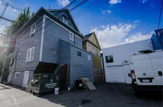 Photo 3: 2022 ONTARIO Street in Vancouver: Mount Pleasant VE House for sale (Vancouver East)  : MLS®# R2487060