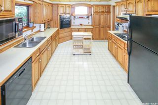 Photo 2: 841 2nd Avenue Northwest in Swift Current: North West Residential for sale : MLS®# SK861352
