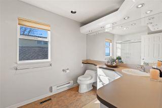 "Photo 32: 15414 VICTORIA Avenue: White Rock House for sale in ""White Rock"" (South Surrey White Rock)  : MLS®# R2568004"