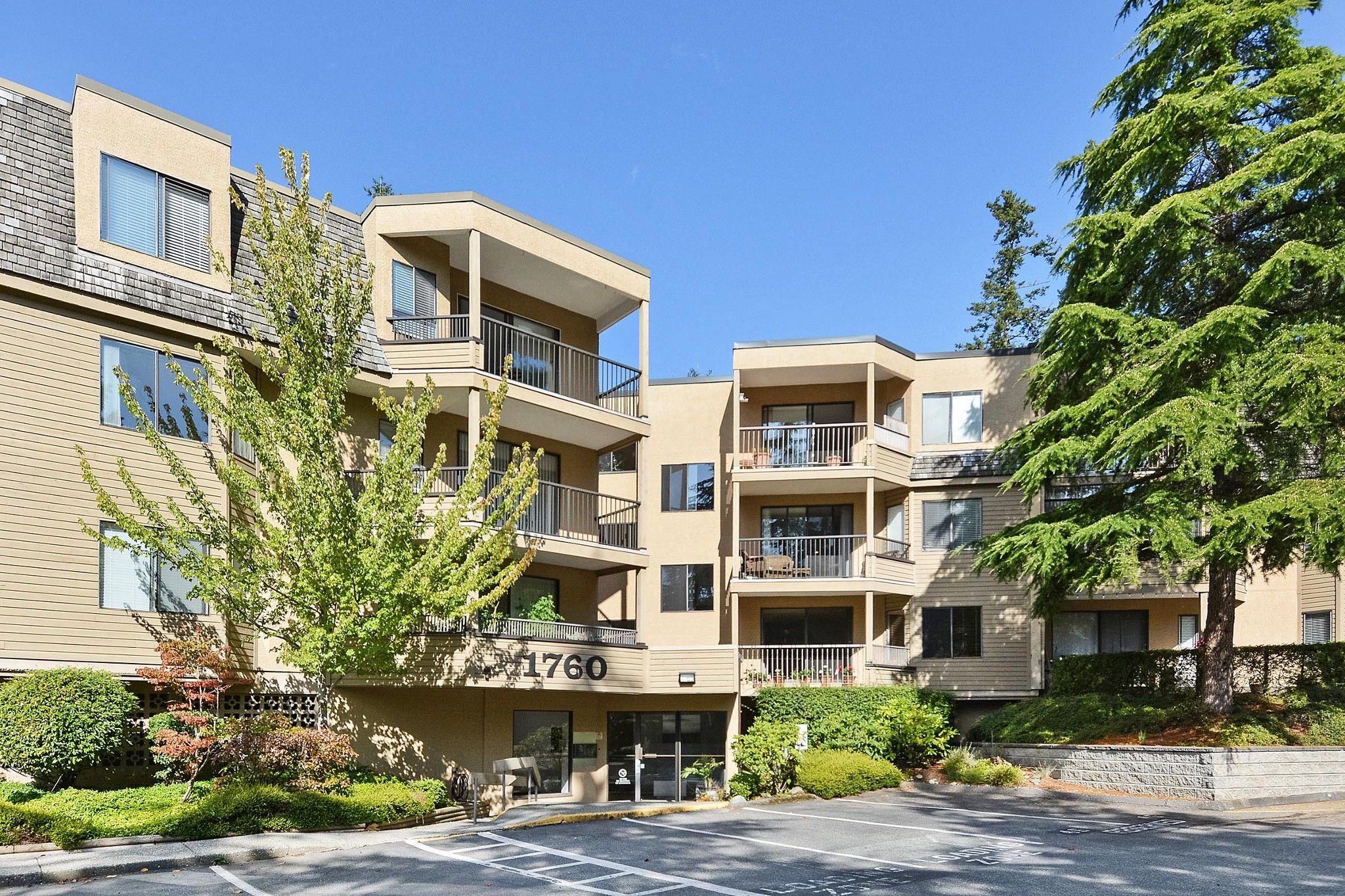 "Main Photo: 108 1760 SOUTHMERE Crescent in Surrey: Sunnyside Park Surrey Condo for sale in ""CAPSTAN WAY"" (South Surrey White Rock)  : MLS®# R2408875"