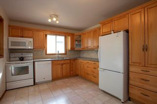 Photo 7: 461 Woodlands Crescent in Winnipeg: Westwood Residential for sale (5G)  : MLS®# 202122920
