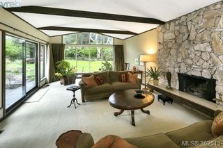 Photo 2: 623 Foul Bay Rd in VICTORIA: Vi Fairfield East House for sale (Victoria)  : MLS®# 726090