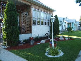 Photo 3: 432 PARR ST.: Residential for sale (Canada)  : MLS®# 2800392