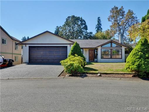 Main Photo: 1287 Lidgate Crt in VICTORIA: SW Strawberry Vale House for sale (Saanich West)  : MLS®# 740676