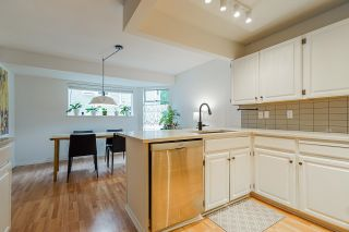 """Photo 4: 9140 RIDGEMOOR Place in Burnaby: Forest Hills BN Townhouse for sale in """"MOUNTAIN GATE"""" (Burnaby North)  : MLS®# R2611522"""