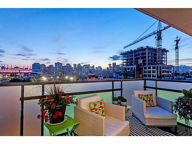 """Photo 8: Photos: 902 718 MAIN Street in Vancouver: Mount Pleasant VE Condo for sale in """"GINGER"""" (Vancouver East)  : MLS®# V1143243"""